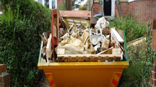 Hiring Skips In Longfield? Few Tips To Fill The Bin Properly